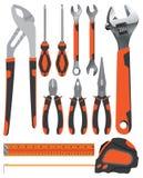 Gegenstandwerkzeug Zangen mit dem Schlüssel und Schraubenzieher auf einem Orange und einem dunkelgrauen lokalisiert auf weißem Hi Stockfoto