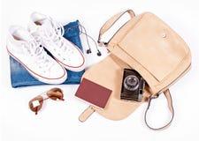 Gegenstände für Reise auf Weiß Stockfotografie