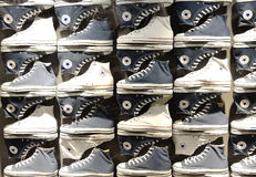Gegenteilige Schuhe Stockfotos