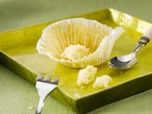 Gegessener kleiner Kuchen, leeres Schalenkuchenpapier Lizenzfreie Stockfotografie
