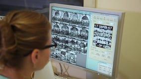 Gegevens verwerkt tomografielaboratorium Geautomatiseerde Astomografiekat stock footage