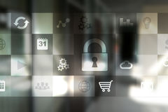 Gegevensbescherming en cyber veiligheidsconcept op het virtuele scherm stock afbeeldingen