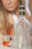 Gegewöhnt zum alkoholischen Getränk Stockfotos