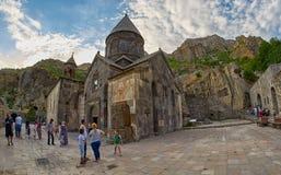 GEGHARD-KLOSTER, ARMENIEN - AUGUSTI 04, 2017: Geghard berg M Fotografering för Bildbyråer