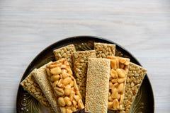 Geglaceerde dessertnoten, zonnebloemzaden en vlas, Stock Foto