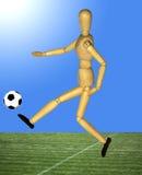 Gegliederte Marionette des Holzes Fußball spielend Stockfotografie