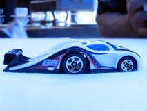 Gegolfte stuk speelgoed auto Royalty-vrije Stock Afbeelding