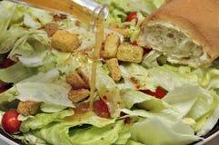 Gegossene Behandlung auf Salat Lizenzfreie Stockfotos