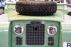 Gegründetes im Jahre 1948 Land Rover ist eine Marke des britischen Autoherstellers Jaguar, der auf Fahrzeuge mit Allradantrieb si lizenzfreie stockbilder