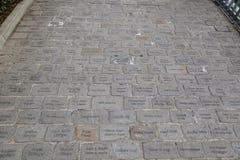 Gegraveerde straatstenen Stock Afbeeldingen
