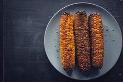 Gegrillt mit Mais mit Gewürzen stockfoto