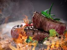 Gegrillte bbq-Steaks stockfotografie