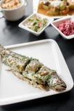Gegrillte Fische auf einer Platte Stockbild