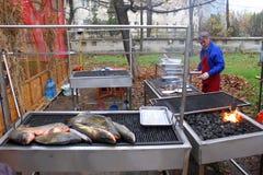 Gegrillte Fische draußen Stockfoto
