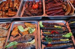 Gegrillte Fleischspezialitäten Stockfotos