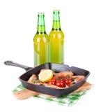 Gegrillte Garnelen auf Bratpfanne und Bier Lizenzfreies Stockfoto