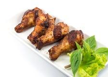 Gegrillte Hühnerbeine mit Gemüse Lizenzfreie Stockfotos