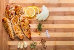 gegrillte Hühnerbrust des weißen Fleisches, Hühnerstreifen Lizenzfreies Stockbild