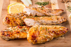 gegrillte Hühnerbrust des weißen Fleisches, Hühnerstreifen Lizenzfreies Stockfoto