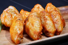 Gegrillte Hühnerflügel lizenzfreie stockfotografie