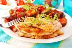 Gegrillte Huhn Verkleidung und ratatouille Stockfoto