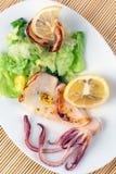Gegrillte Kalmare mit Zitrone Lizenzfreies Stockfoto