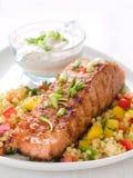Gegrillte Lachse mit Couscous Stockfoto