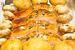 Gegrillte Lachse mit gebackenem Gemüse Stockfotos