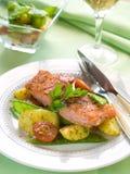 Gegrillte Lachse mit Gemüse stockfotos