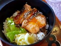 Gegrillte Lachse mit Reis stockbild
