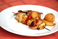 Gegrillte Mahlzeit und Gemüse Stockfotos