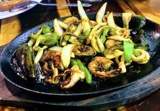 Gegrillte Mischmeeresfrüchte in den Philippinen stockfoto