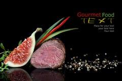 Gegrillte Rindfleischleiste auf schwarzem backgroun Lizenzfreies Stockfoto