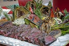 Gegrillte Steak- und Gemüseverbreitung Stockbilder