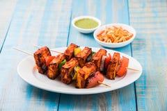 Gegrillter Hüttenkäse oder alias Kebab Paneer Tikka oder Paprikapaneer oder -paprikas paneer oder tandoori paneer in Indien Indie Stockfoto