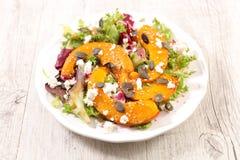 Gegrillter Kürbis und Salat lizenzfreies stockbild
