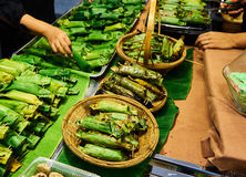 Gegrillter klebriger Reis im Markt Bangkok Thailand Stockbilder