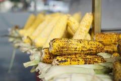 Gegrillter Mais für Verkauf in Istanbul-Straßen Lizenzfreie Stockfotos