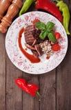 Gegrillter Steakespritreis und Preiselbeersoße Stockfoto