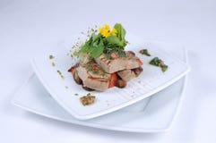 Gegrillter Thunfisch, balsamische Zwiebeln Lizenzfreies Stockfoto