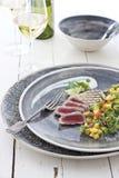 Gegrillter Thunfisch mit Mangofrucht-Salsa Lizenzfreies Stockfoto