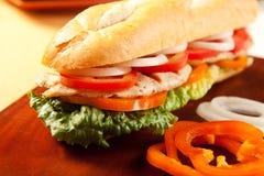 Gegrilltes belegtes Brot mit Hühnerfleisch Stockfoto