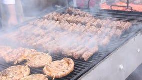 Gegrilltes Fleisch stock video