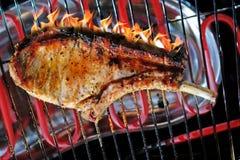Gegrilltes Fleisch mit den Knochen Stockfoto