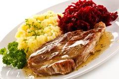 Gegrilltes Fleisch mit Kartoffeln lizenzfreies stockfoto