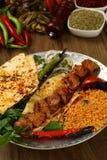 Gegrilltes Fleisch u. x28; kebab& x29; auf Platte Stockbilder