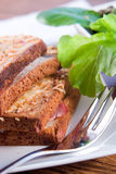 Gegrilltes französisches Sandwich mit Salat Stockbild