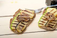 Gegrilltes Gemüse auf Brot Stockbild