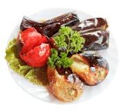 Gegrilltes Gemüse auf der weißen Platte lokalisiert Lizenzfreies Stockfoto