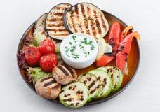 Gegrilltes Gemüse mit Knoblauchbad Stockfoto